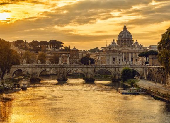 Rom – Engelsbrücke und Vatikan im Sonnenuntergang