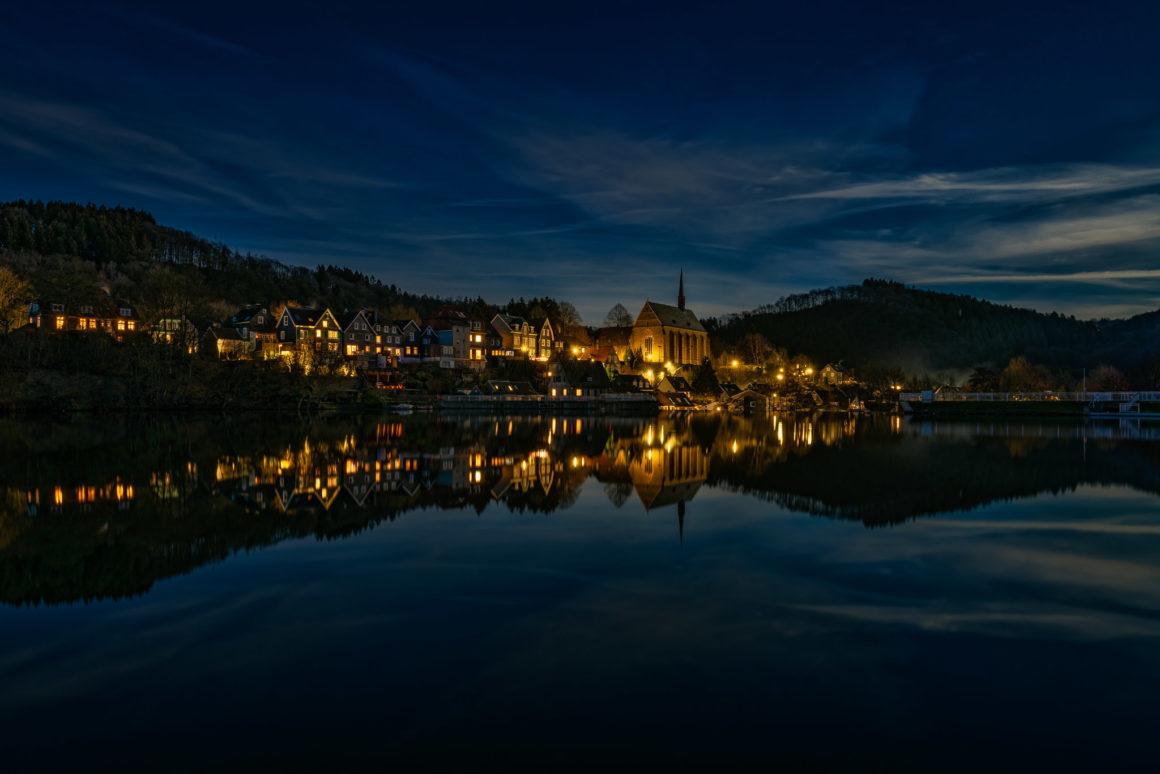 Wuppertal – Beyenburg mit St. Maria-Magdalena bei Nacht