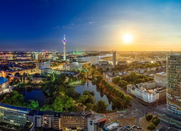 Düsseldorf Tag und Nacht Panorama