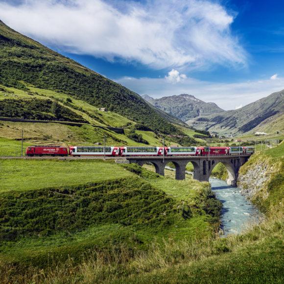 Glacier-Express im Urserental