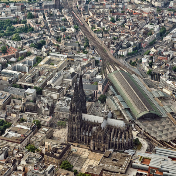 Köln – Luftaufnahme Dom und Hauptbahnhof aus Süden