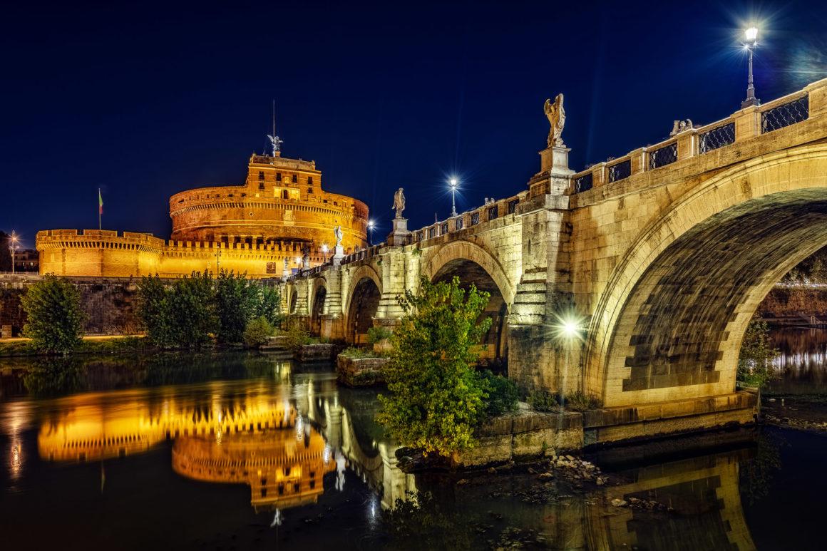 Rom bei Nacht – Engelsbrücke und Engelsburg