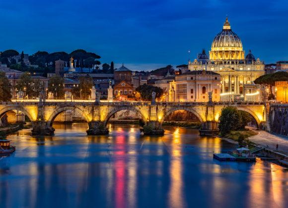 Rom bei Nacht – Engelsbrücke und Vatikan zur blauen Stunde