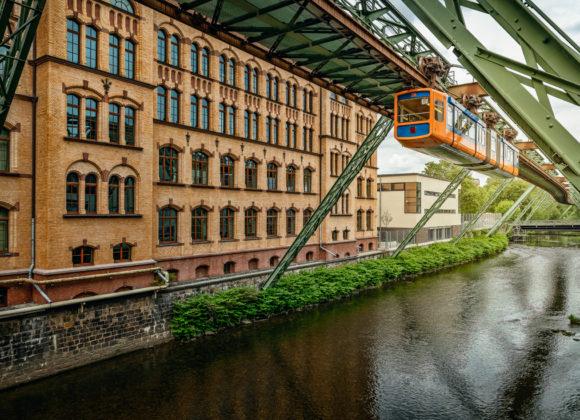 Wuppertal – Letzte Fahrt der alten Schwebebahn
